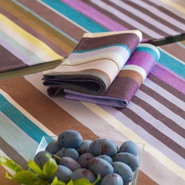 """Chemin de table Orchidée. Avec des matières teintes en fil, les tissus """"Tissage de Luz"""" sont de qualité incompa"""