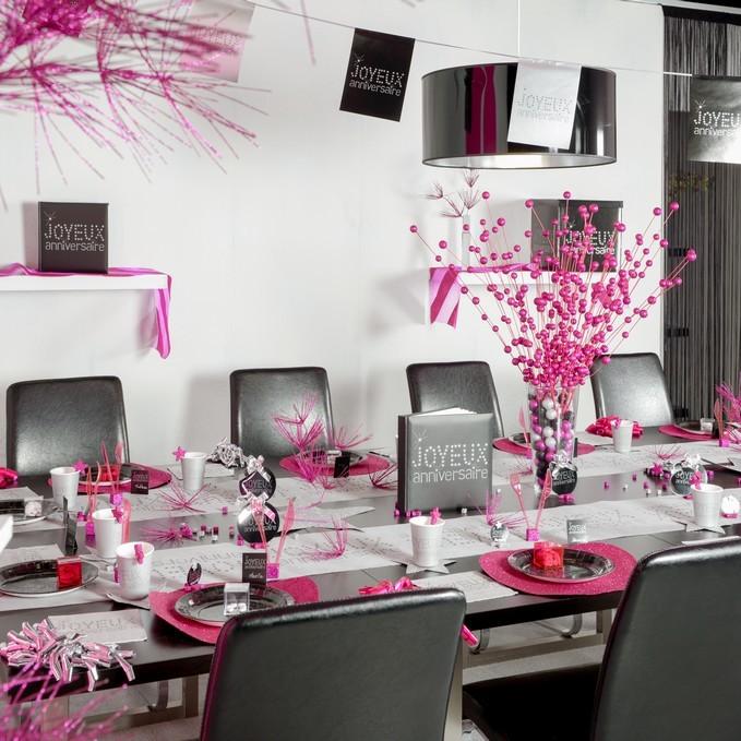 chemin de table blanc joyeux anniversaire. Black Bedroom Furniture Sets. Home Design Ideas