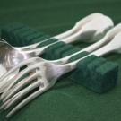 Rangement argenterie: support Vert foncé pour 12 cuillères/fourchettes de table ou à dessert.